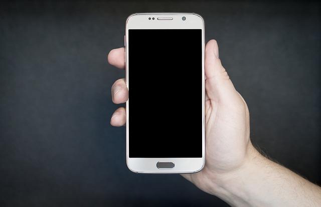 držení mobilu