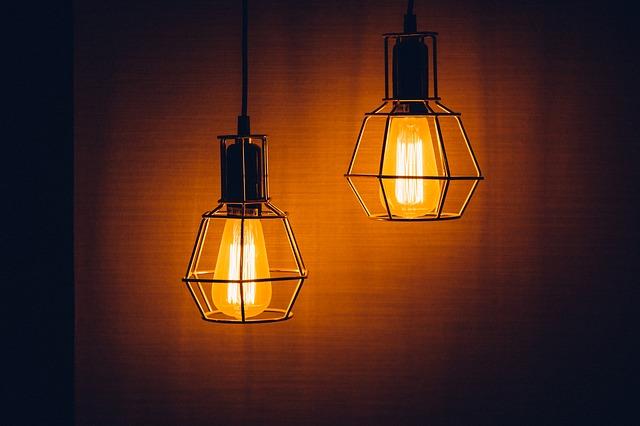 dvě staré lampičky