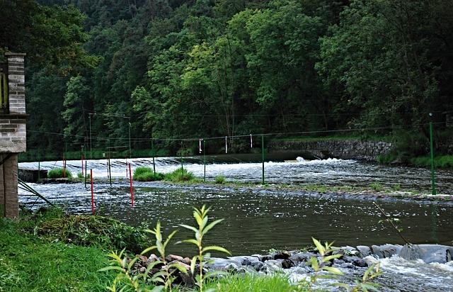 slalomová dráha na řece
