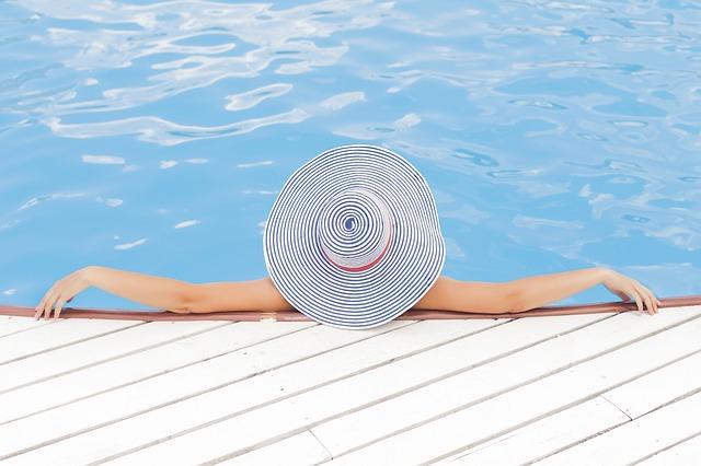 Žena u bazénu