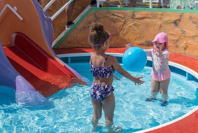 Děti v bazénku.jpg